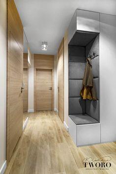 Pasillos, vestíbulos y escaleras modernos de klaudia tworo projektowanie wnętrz sp. Wardrobe Design Bedroom, Home Interior Design, House Design, Lobby Design, Foyer Design, Home Room Design, Living Room Decor Inspiration, Home Entrance Decor, Home Decor Styles