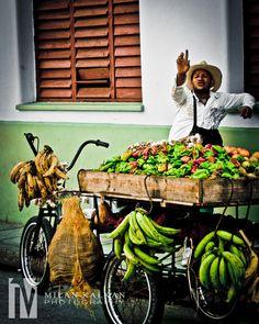 Faces of Cuba: Vendedor ambulante en Camaguey, Cuba