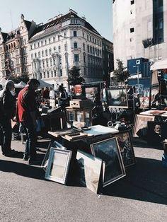 Naschmarkt/ Flohmarkt Vienna: Those who have never been to Vienna should definitely consider a visit! Read more on the blog... Restaurant Bar, Heart Of Europe, Travel Around, Austria, Flea Markets, Germany, Around The Worlds, Street View, Destinations