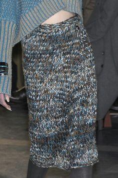 Missoni at Milan Fashion Week Fall 2010 - Details Runway Photos Crochet Wool, Knitting Wool, Crochet Skirts, Knit Skirt, Couture, Poncho Pullover, Knitwear Fashion, Autumn Fashion Casual, Knitting Designs