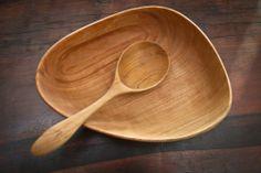 Medium carved bowl and spoon set | Blackcreek Mercantile