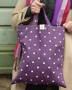 Käsitöitä ja DIY-hässäköitä: Tyrnävä ostoskassi - kuvallinen ompeluohje ja arvonta Diy Crafts For School, Easy Crafts To Make, Diy And Crafts, Diy Bags Purses, Quilted Bag, Handicraft, Fabric Crafts, Diaper Bag, Reusable Tote Bags