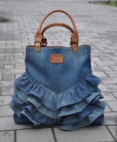 """Одноклассники """"Love this upcycled denim bag!"""", """"How to make bag from old jeans"""" Diy Jeans, Denim Bags From Jeans, Jeans Pants, Diy Denim Purse, Mochila Jeans, Blue Jean Purses, Diy Sac, Bow Bag, Bow Purse"""