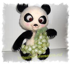 Медвежонок панда из шерсти