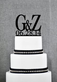 Two Initials Wedding Cake Toppers with par ChicagoFactoryDesign