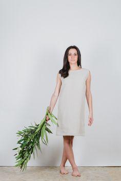 #Vestito senza maniche a trapezio in tela di #canapa 100%. É realizzato in due taglie S-M ( 40-42)  M-L (44-46) filotimo.it