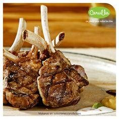 Cordero es una comida muy popular en la región montañosa y se utiliza en muchas recetas. A la navarra y cochifrito son algunos de los platos más deliciosos.