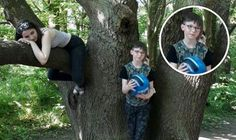 A MOTHER-of-two was left terrified and unable to sleep after she noticed a ghostly figure in a photograph she took of her family playing in the woods. Funny Scary Pictures, Creepy Images, Creepy Photos, Real Paranormal, Paranormal Photos, Ghost News, Real Life Mermaids, Real Ghost Pictures, Thoughts