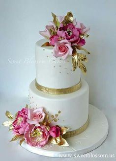 Bolo maravilhoso em dourado e rosa