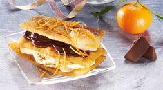 La ricetta delle chiacchiere con crema gianduia e al mandarino. Monica Bianchessi ci propone questa torretta di chiacchiere con crema gianduia e salsa al mandarino.
