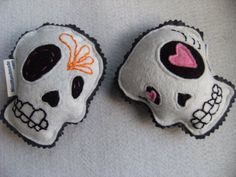 Dia de los Muertos organic catnip toys, and the head is already off for you!