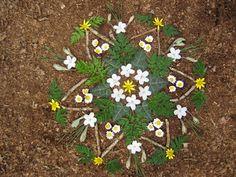 Krea d' IngeN: mandala in het bos Outdoor Education, Art Education, Land Art, Abstract Sculpture, Sculpture Art, Metal Sculptures, Bronze Sculpture, Flower Mandala, Flower Art