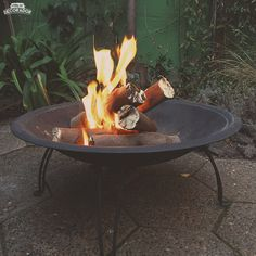 Curved Pergola, Pergola Shade, Easy Fire Pit, Fire Pit Landscaping, Garden Fire Pit, Outside Room, Pergola Curtains, Fire Pit Designs, Fire Bowls