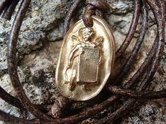 Bébé Ange Amulette Doré En Bronze Massif, Bijoux Homme ou Femme : Pendentif par hdrustica