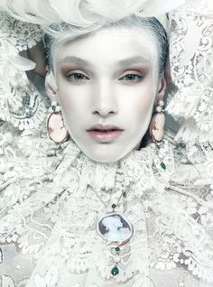 Hair/Makeup/Manicure: Silvia Sadecka #snow queen