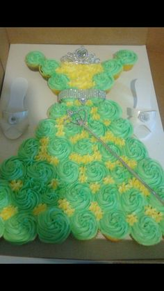 Princess Tiana cupcake cake