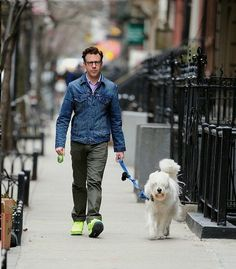 We just want to say happy Father's Day to all the dog dads out there. We want to honor the guys who take good care of the pups they love all year long. Every dog dad deserves to be treated like a celebrity for a day. #dogtime #fathersday #celebritydog #JasonSudeikis Celebrity Dogs, Celebrity Style, Fathers Day Pictures, Jason Sudeikis, New Star Trek, Michael Bay, Star Trek Movies, English Mastiff, Vintage Hollywood