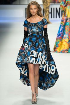 Moschino - Fall 2015 Ready-to-Wear - Look 60 of 65?url=http://www.style.com/slideshows/fashion-shows/fall-2015-ready-to-wear/moschino/collection/60