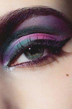Dark Eye Make Up