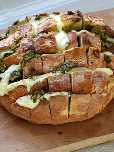 Pain apéro au fromage et pesto Baked Ziti, Baked Potato, Pizza Lover, Pesto, Roasted Red Peppers, Food Cravings, Kids Meals, Vegetarian Recipes, Brunch