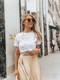e949d0f4b54 Classy And Casual Pleated Skirts Outfits Design Ideas 36 Gold Pleated  Skirt