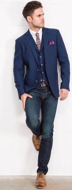 Pour un look plus casual, la veste de costume accompagnée d'un jean brut sera la tenue parfaite tout en restant classe !