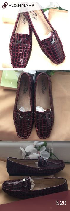 """473b26847049 ... reptile print with hardware """"First Sight"""" loafer reptile print with  hardware. Size 10. Didn t like the look on me. First Sight Shoes Flats    Loafers. """""""