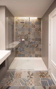La zona doccia del bagno ospiti : Bagno in stile in stile Moderno di GDArchitetture