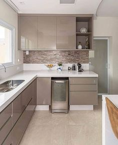 Small Kitchen Remodel Ideas to Make the Most of Your Space - Easy DIY Guide Kitchen Modular, Modern Kitchen Cabinets, Modern Farmhouse Kitchens, Farmhouse Style Kitchen, Gloss Kitchen, Kitchen Backsplash, Kitchen Room Design, Kitchen Cabinet Design, Home Decor Kitchen