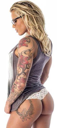 bad #tattooed #sexy girl https://www.muakas.com