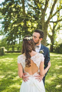 mariage chic, barrette de fleurs mariage, coiffure mariage, robe de mariée, Marie Laporte, château de Montplaisant