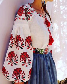 Beautiful embroidered quality linen, bohemian folk blouse Please understand that this item is not mass produced, they are made to order. Although we can custom make any color and or style, they are ea Folk Fashion, Vintage Fashion, Bohemian Blouses, Embroidered Clothes, Embroidery Fashion, Russian Fashion, Red Blouses, Traditional Dresses, Dress To Impress
