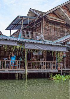 maison flottante sur le Mae Klong