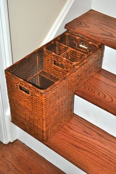 Genial Stair Basket...What Goes Up, Must Come Down! Cesta De Escalera