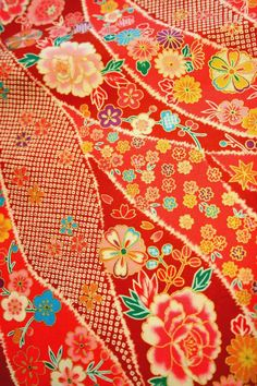 Red Flower Shower- Japanese Fabric Japanese textile - very pretty ( not usually my colors but I could make an exception for something made with this fabric ) Japanese Textiles, Japanese Patterns, Japanese Prints, Japanese Design, Textile Patterns, Textile Prints, Textile Design, Floral Patterns, Lino Prints