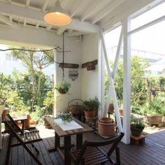 「もうひとつのリビング」テラス・バルコニーでくつろぐ家 Style Cottage, Small Garden Landscape, Cafe Style, Furniture Placement, Outdoor Living, Outdoor Decor, Interior Design Living Room, My Dream Home, Home Projects