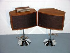 Bose 901 Series III, one of the most over rated speaker systems of all time. I guess you either loved them or hated them. Home Audio Speakers, Audiophile Speakers, Diy Speakers, Audio Room, Bookshelf Speakers, Hifi Audio, Wireless Speakers, Bluetooth, Floor Standing Speakers