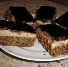 Évekig kerestem ezt a receptet!!! Ez volt gyermekkorom kedvence. Ez a süti tényleg nagyon finom és most próbálom a családot távol tartani a hűtőtől....
