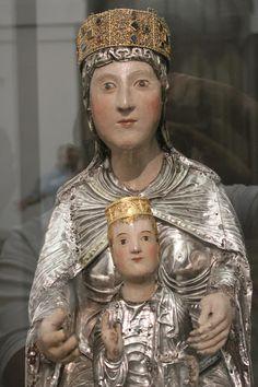 Virgen del Tesoro - talla anónima gótica del s.XIII de una grandisima belleza, en madera repujada en plata. Maravillas ocultas de España: La Catedral de Toledo :La Sacristia.