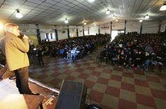 """Así Somos: Llaryora acompañó a los jóvenes en las charlas """"Pa..."""