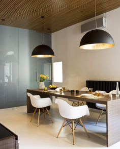 椅子、桌子、燈
