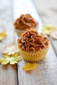 Pumpkin Pie Cupcakes w/ Pumpkin Pie Frosting!!!