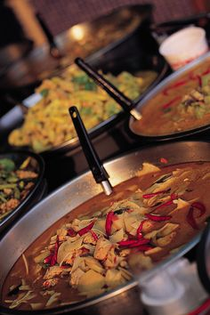 Thai Food by Thailands turistbyrå, via Flickr Thai Street Food, Thai Recipes, Asia, Beef, Plastic, Dining, Chair, Amazing, Kitchens