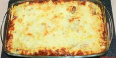cartofi gratinati la cuptor cu oua, branza , cascaval ,sunca si smantana Desert Recipes, I Foods, Lasagna, Meal Planning, Deserts, Food And Drink, Appetizers, Cooking Recipes, Yummy Food