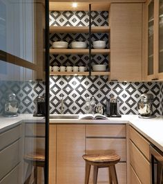 15 Ways To Energize Your Home With Black And White Tile