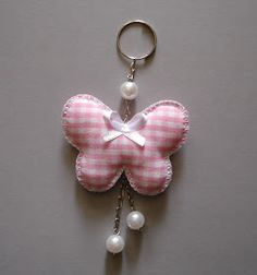 Destaque para a minha preferida... encanto em forma de borboleta!    P.S.: É normal se apaixonar por um chaveiro????