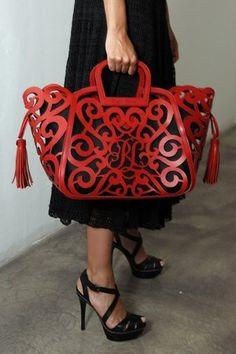 Dit is een tas van het merk Ralph Lauren. Wat een grappige vormen.