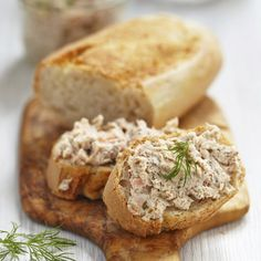 Stock Image: Backgrounds/Textures salmon and soft cheese spread on bread Smoked Salmon Pate, Smoked Fish Dip, Diet Recipes, Healthy Recipes, Eat Pretty, Cheese Spread, Portuguese Recipes, Healthy Cooking, Food And Drink