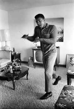 Ring-side comfy seats: Muhammad Ali shows some boxing moves in a lounge Photo by Steve Schapiro Mohamed Ali, Marlon Brando, Muhammad Ali Boxing, The Jackson Five, Like A Rolling Stone, Boxing Champions, Rare Images, African American History, The Godfather