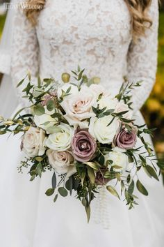 An Elegant Blush Gold & Champagne Wedding Champagne Wedding Themes, Romantic Wedding Receptions, Champagne Flowers, Mauve Wedding, Winter Wedding Flowers, Fall Wedding Bouquets, Wedding Flower Arrangements, Flower Bouquet Wedding, Romantic Weddings